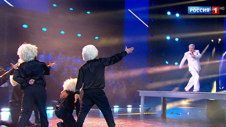 В новом проекте танцуют всё, все и со всеми (сюжет программы
