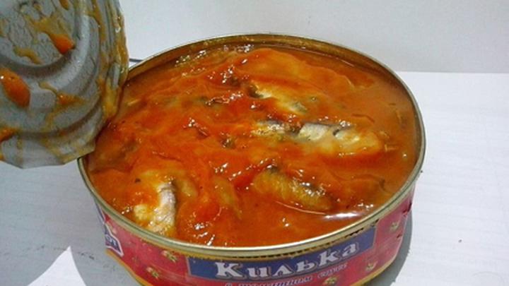 """Рыбные консервы """"Килька в томатном соусе""""."""