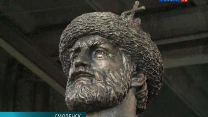 В Смоленске установили памятник Владимиру Мономаху