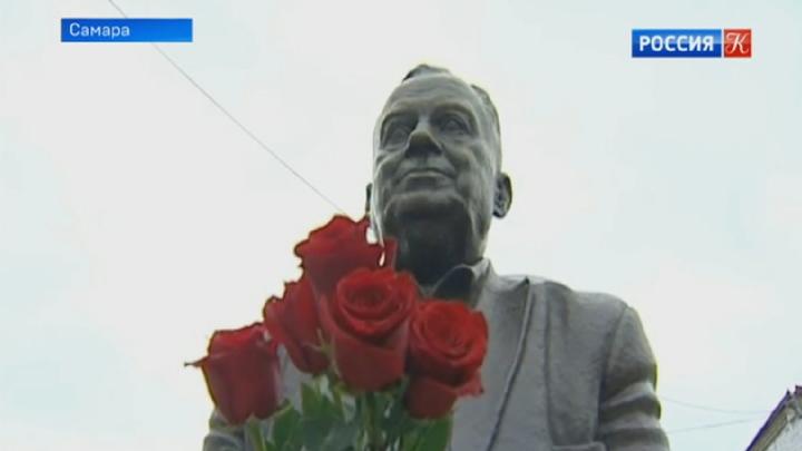 В Самаре установили памятник Эльдару Рязанову