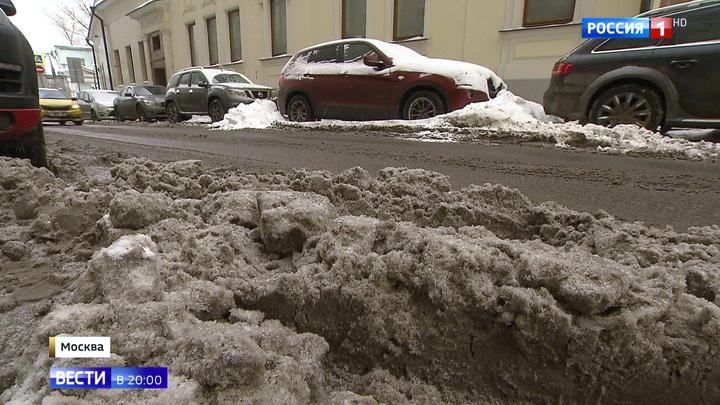 Экстремальный снегопад привел к авральным работам в Москве