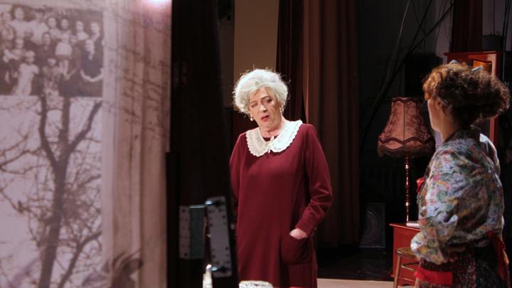 Сцена из спектакля. Фаина – н.а.России Светлана Коркошко, домработница – актриса Мария Кресина.