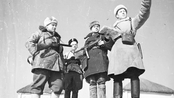 Партизаны. Съемка от 1 марта 1942 года.  Автор Я.Рюмкин