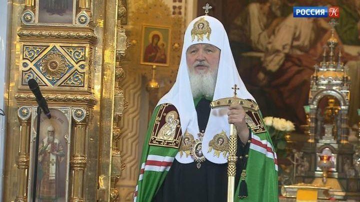 Глава МВД передал патриарху Кириллу 10 старинных икон