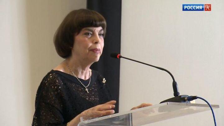 Мирей Матье удостоена степени почетного профессора в сфере культуры