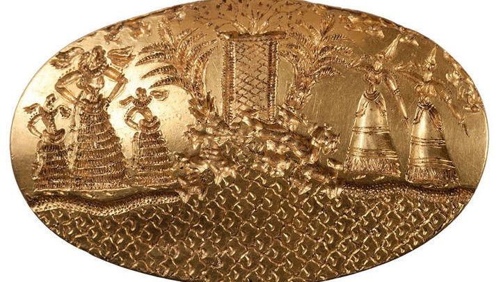 Деталь одного из четырёх гравированных колец, найденных в древней могиле.