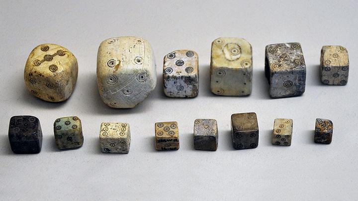 Древнеримские игральные кости. Фото: Vassil / Wikimedia Commons