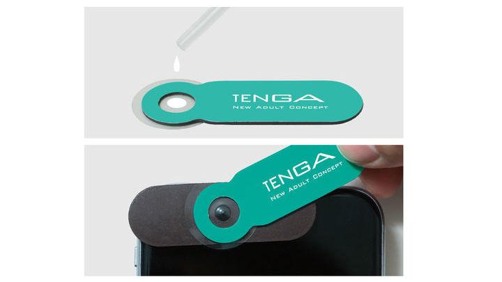 Для анализа нужно нанести немного спермы на прилагаемое стекло и приложить его к установленной на смартфоне линзе.