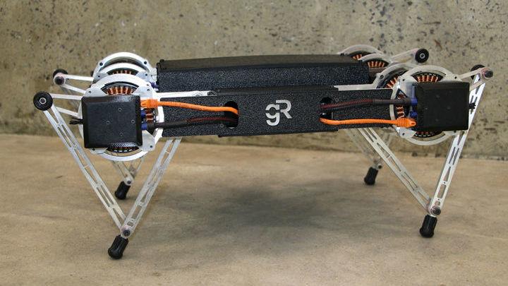 """Новый робот Минитавр ведёт себя как щенок, но создан для более высоких целей, чем быть просто """"домашним животным""""."""
