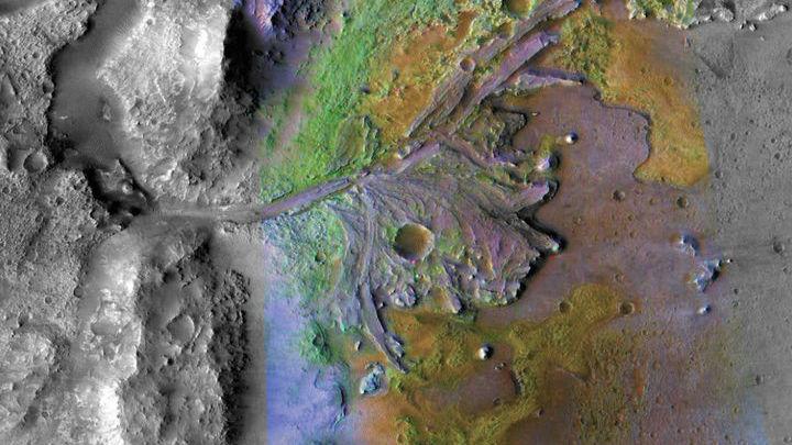 В кратере Эзеро была замечена высохшая дельта древней реки, где до сих пор могут находиться органические молекулы.