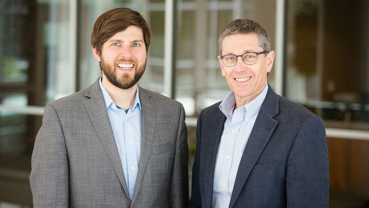 Авторы исследования Джин Робинсон (справа) и Майкл Саул.