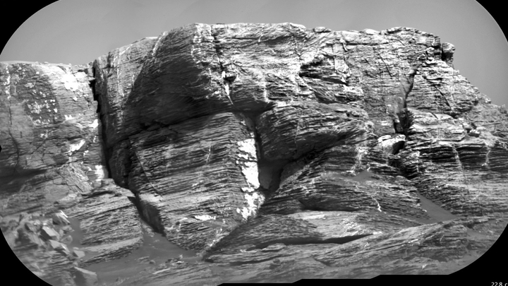 """Крутые марсианские склоны √ идеальный """"наблюдательный полигон"""" для геологов."""