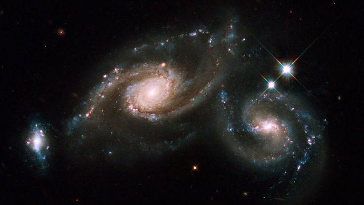 Большинство известных галактик объединены в пары, группы или скопления.