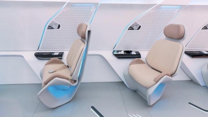 Внутри капсула больше похожа на═бизнес-класс самолёта, чем на салон в═общественном═транспорте.