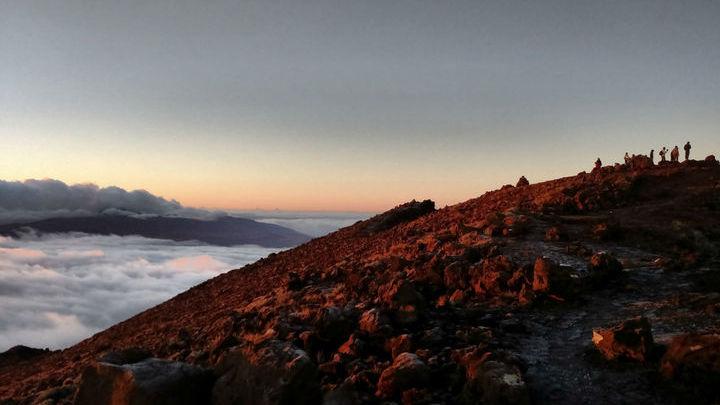 Местные вулканические лавы имеют необычный изотопный состав.