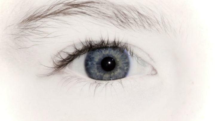 Около 15 миллионов людей нуждаются в пересадке роговой оболочки глаза.