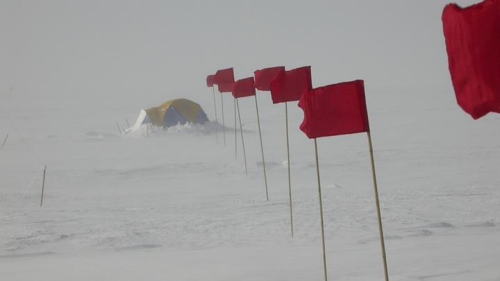 """Лагерь учёных возле российской метеостанции """"Восток""""."""