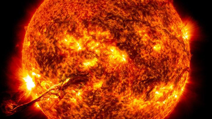 Корональные выбросы хорошо известны специалистам по Солнцу, но у другой звезды их наблюдали впервые.