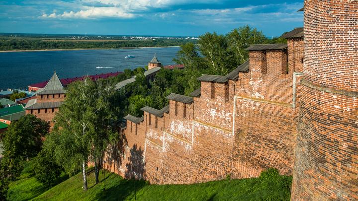 Нижегородский кремль - стена между Часовой и Ивановской башнями