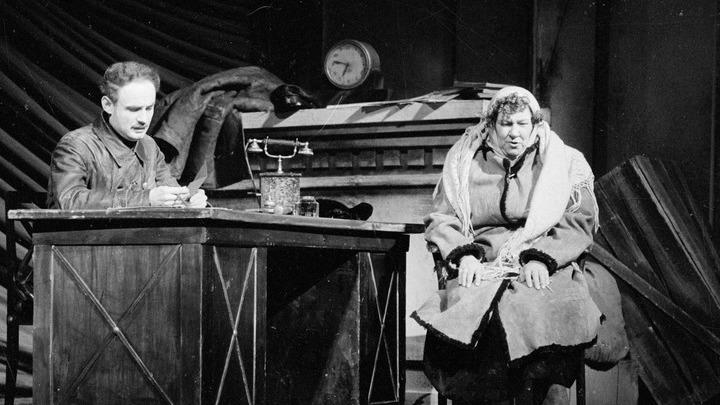 Сцена с Раневской из спектакля «Шторм». Архив театра