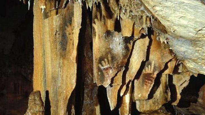 Изображение рук с недостающими пальцами в пещере Коске, также во Франции.