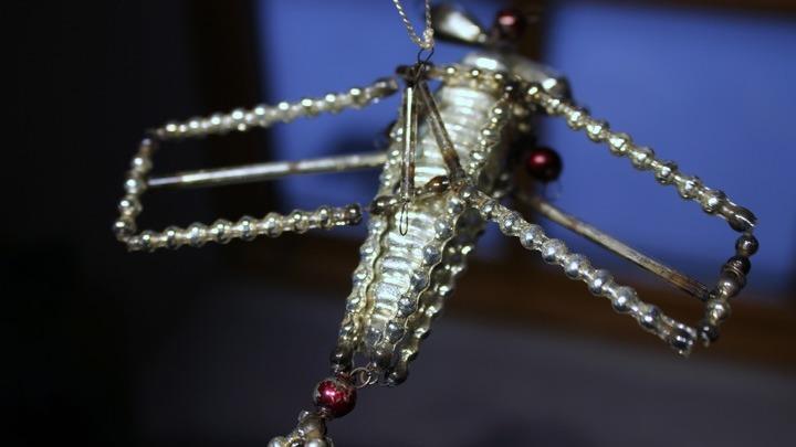 Новогодняя игрушка из коллекции Ларисы Петриковой. Фото Леонида Варебруса