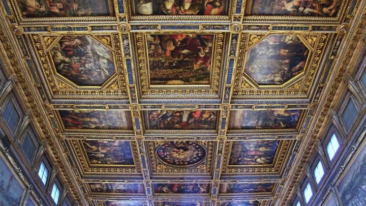 «Зал Пятисот» архитектора Кронака с картинами Симона дель Поллайдо, декор – Джорджо Вазари. Фото Леонида Варебруса