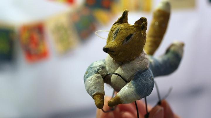 """""""Лисёнок на санках"""" - из первых игрушек советских времен, с середины 40-х, когда новогодний праздник с украшениями вернулся из забвения."""