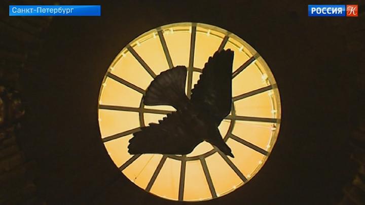 Под купол Исаакиевского собора вернули скульптуру голубя