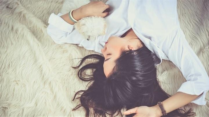 Самая первая стадия медленного сна, когда человек переходит от бодрствования к дремоте, является гораздо более сложной, чем считалось.