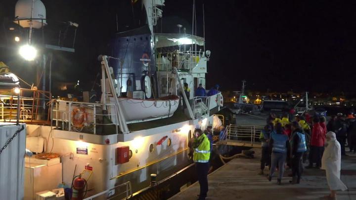 Мальтийская армия взяла под контроль судно, захваченное мигрантами.