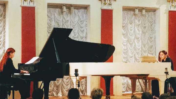 Победители конкурса Анна Леканова и Алина Зиннурова / фото Людмилы Осиповой
