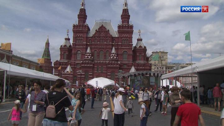"""О первых днях работы фестиваля """"Красная площадь"""""""