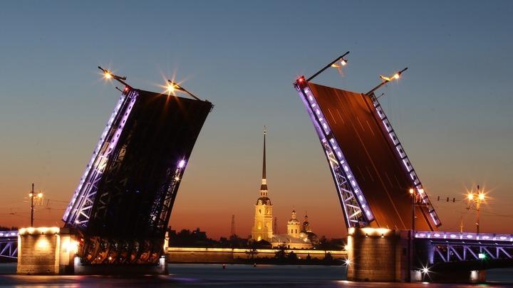 В честь Дня России в Петербурге не станут разводить мосты