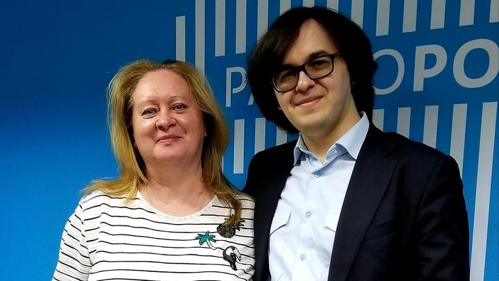 Ирина Ушанова, музыкальный обозреватель, и Аркадий Резник, гитарист.   Фото  Петра Колчина