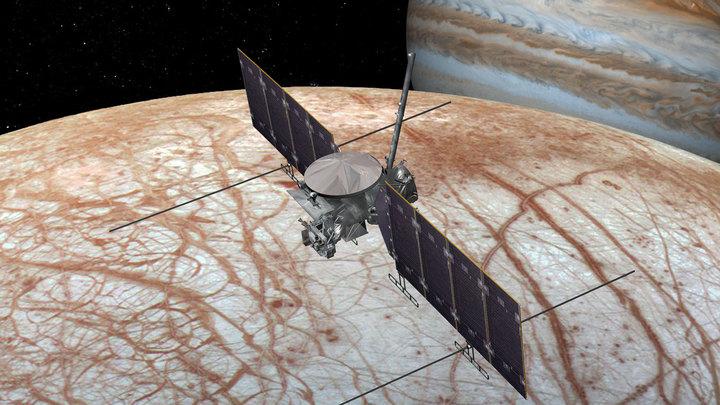 Художественное изображение космического аппарата Europa Clipper.