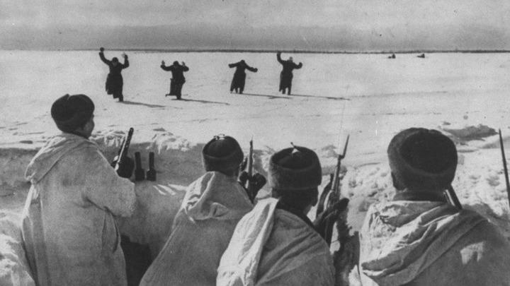 Четверо немецких солдат сдаются под Москвой. 1942 год. Автор неизвестен
