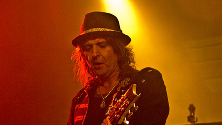 Филип Энтони Кэмпбелл,   британский музыкант /ru.wikipedia.org/
