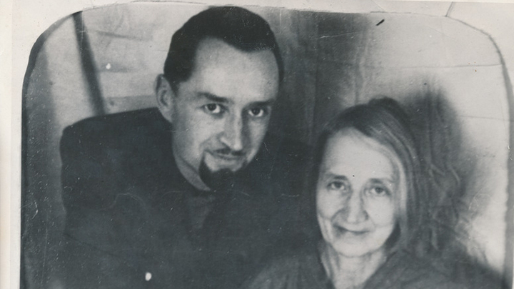 А.И. Цветаева с сыном Андреем, 1956 год. Из фондов музея М.Цветаевой, Москва