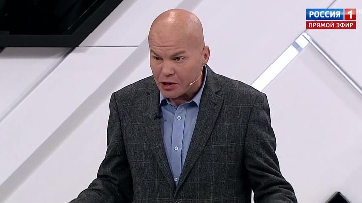 Скандальный политолог Ковтун напросился на красную карточку