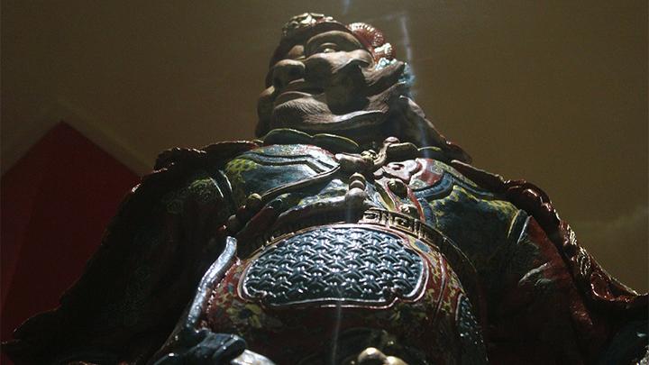 """Охрана есть и в музее, правда, буддистская, с Востока! Перед вами – один из хранителей """"сторон света""""…из керамики! Фото Леонида Варебруса"""