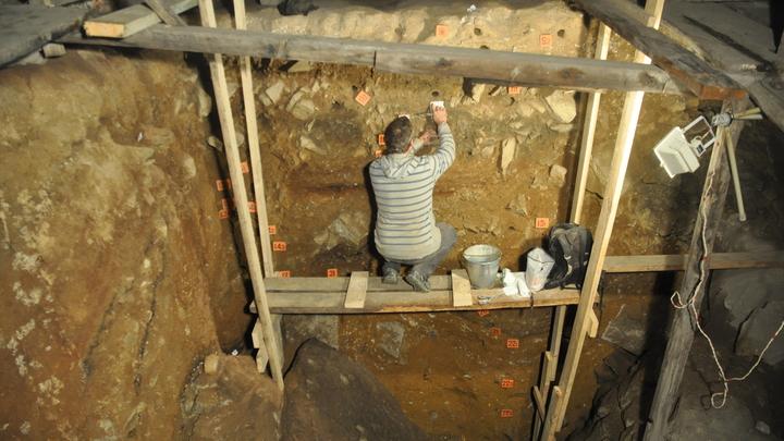 Исследователи тщательно изучили отложения Денисовой пещеры.