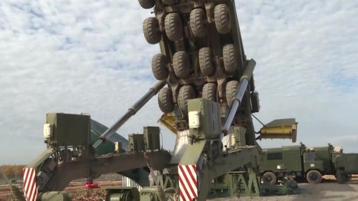 """Минобороны показало видео загрузки ракет """"Ярс"""" в пусковую установку"""