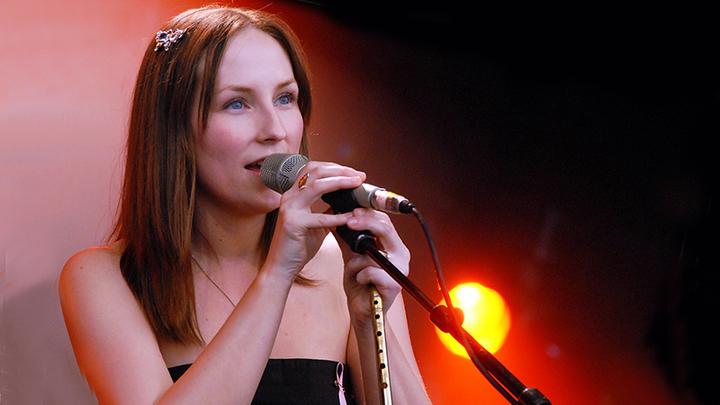 Шотландская фолк-певица, исполняющая песни на гэльском языке, Джули Фаулис (Julie Fowlis)
