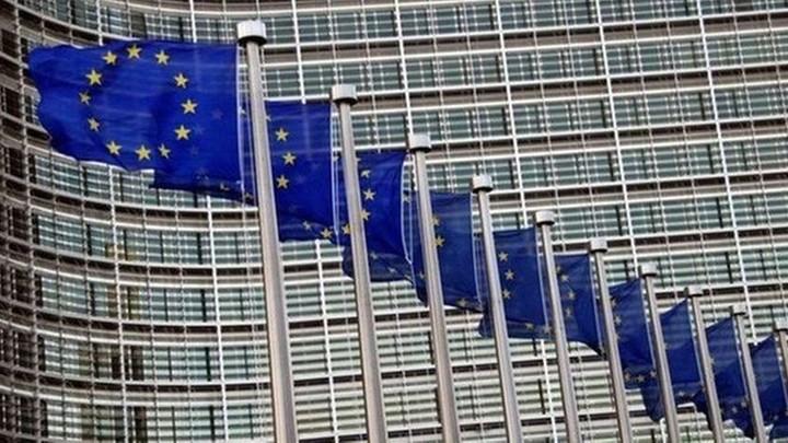 Европарламент принял резолюцию с призывом отключить Россию от SWIFT