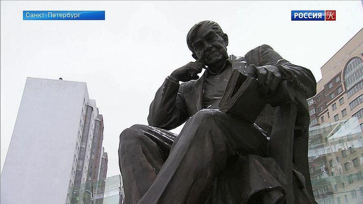 В Петербурге открыли памятник Даниилу Гранину