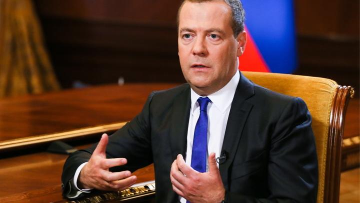 Медведев констатировал «холодную гражданскую войну» в США