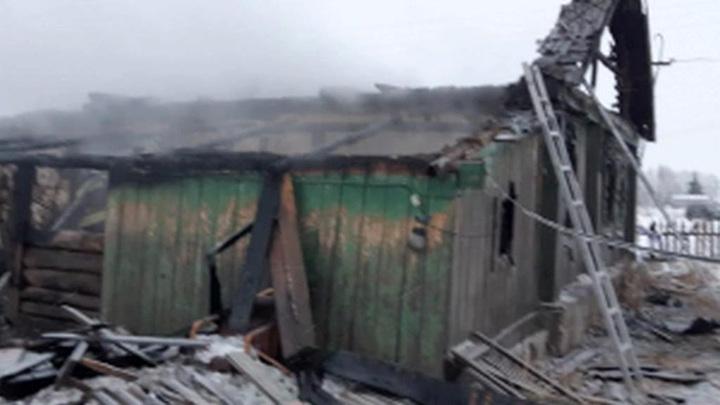 Пожар в частном доме в Алтайском крае унес жизни шести человек