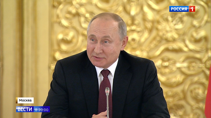 Putin Meets With Top Businesses, Promises to Cut Through Regulatory Red Tape Next Year!