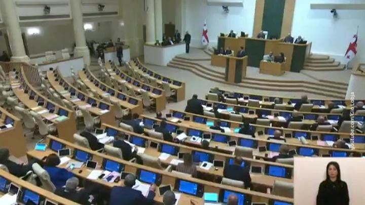 Грузинские депутаты сорвали выступление министра внутренних дел